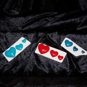 """Sculpture """"Coeurs"""" en argile blanche et peinte réalisées par Artcor"""